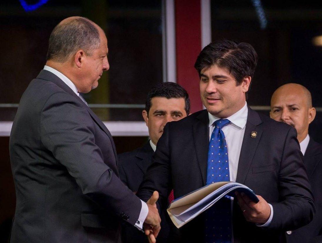 Ministro Carlos Alvarado con el presidente Luis Guillermo Solís, el 14 de setiembre pasado en Cartago.