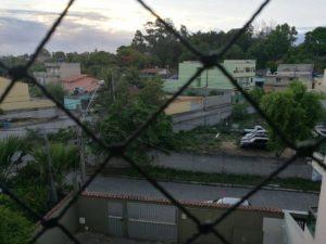 Esta es la vista que tiene la estudiante costarricense Katherin Elizondo desde la casa que la hospeda en Vitória, estado de Espírito Santo, donde la violencia le impide salir a las calles desde hace cinco días. (Foto Katherin Elizondo)