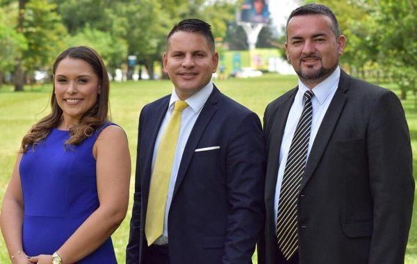 Fabricio Alvarado con sus candidatos a la vicepresidencia, Ivonne Acuña y Francisco Prendas. Los tres cobran al partido dinero por alquilarle sus carros durante esta campaña.