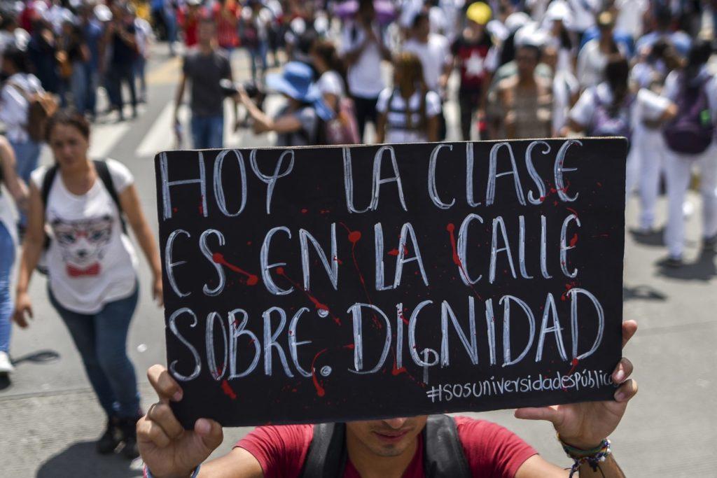 Estudiantes protestan por crisis de educación pública en Colombia •  Semanario Universidad