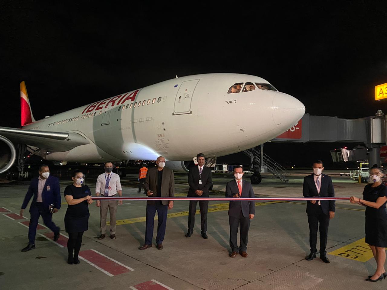 Arribó primer vuelo internacional tras reapertura de fronteras ...