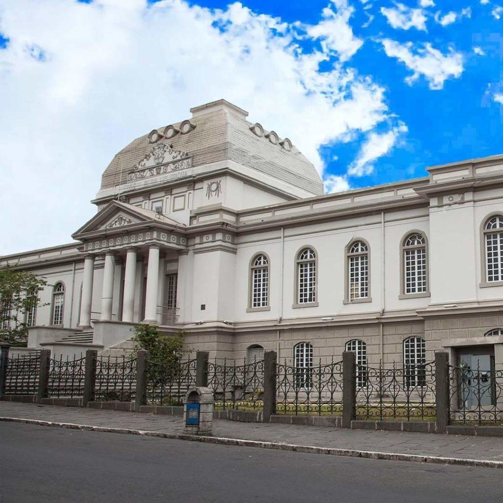 Colegio San Luis Gonzaga asegura que MEP le adeuda ₡336 millones •  Semanario Universidad