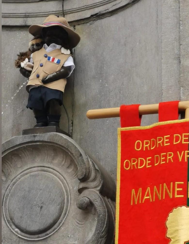 El Mannekin Pis de Bruselas con un traje diseñado por el costarricense Eric Mora Cole