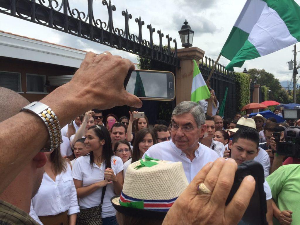 Óscar Arias recibió el 13 de agosto de 2016 a seguidores que le pedían postularse para un tercer mandato presidencial. Foto Álvaro Murillo.