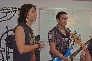El músico Luis Montalbert, vocalista de la agrupación nacional Gandhi, es uno de los padrinos de la Fundación Sifais. (Foto: Sifais)