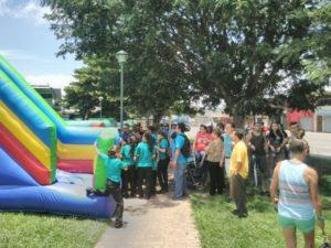 Actividad con los vecinos en el parque de la Aurora de Heredia organizada por integrantes de Territorio Seguro.