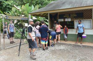 Esta es la única entrada y salida que funciona actualmente en el Parque Nacional Manuel Antonio, lo que en criterio del Ministerio de Salud representa un riesgo para sus visitantes.