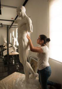 Este desollado es del escultor francés Jean-Antoine Houdon (1741-1828), figura cumbre del neoclasicismo de su país. Este tipo de esculturas se usa para los estudios anatómicos.