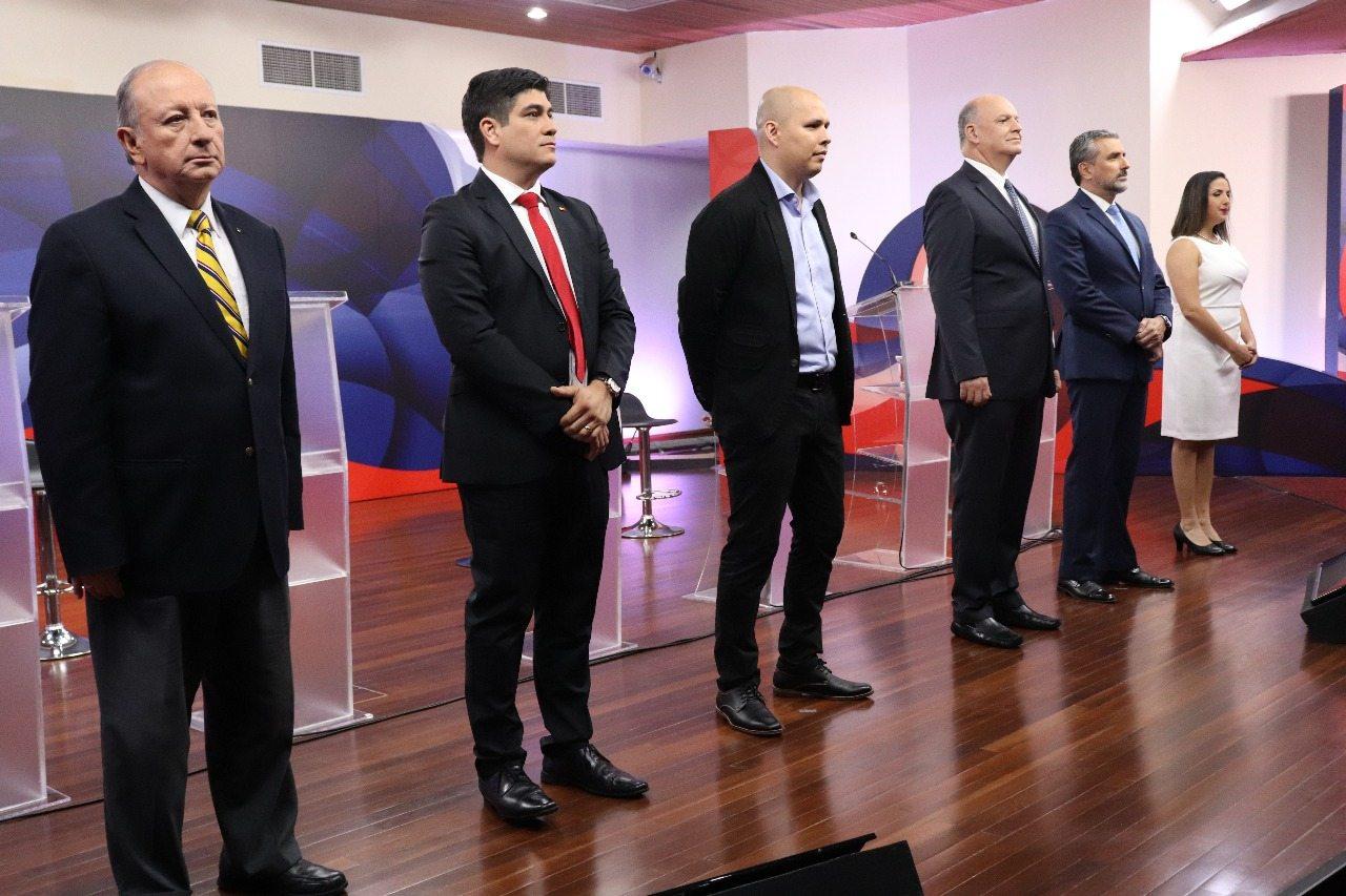 Candidatos en el debate del TSE el lunes 8 de enero.