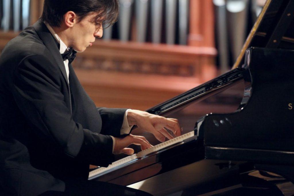 El pianista Alexander Romanovsky interpretará la difícil obra de Rachmaninov.