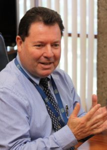 El gerente de Telecomunicaciones del ICE, Jaime Palermo, criticó a la Sutel durante un foro en la Universidad Nacional por utilizar datos del 2009 en la regulación del mercado.