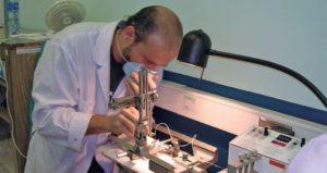 El director del Centro de Investigación en Neurociencias, Jaime Fornaguera, aboga porque se implemente un sistema de evaluación permanente para todos los funcionarios de la UCR.
