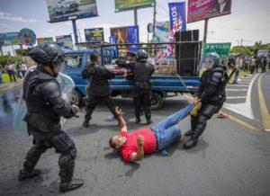 Escena durante una manifestación de opositores, que exigían garantías electorales para los comicios de este noviembre.